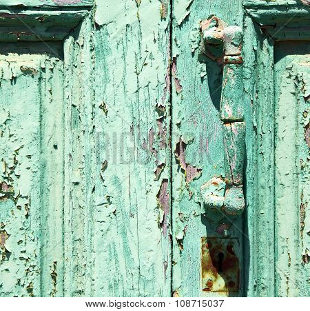 Spain Canarias Brass R In A Green Closed Wood  Door Abstract