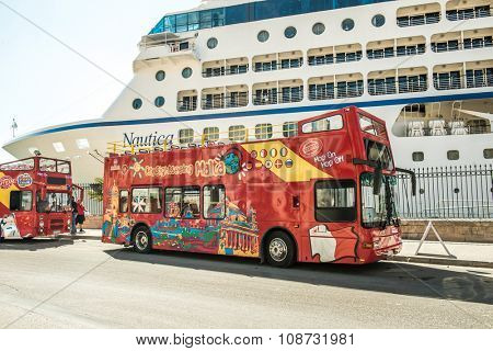 MALTA, VALETTA - MAY 24: tuoristic bus hop on hop off on the background of liner in Valletta, Malta on May 24, 2015