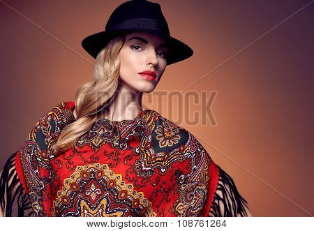 Fashion beauty woman in stylish hat shawl