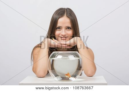 The Girl Gave The Aquarium With Goldfish