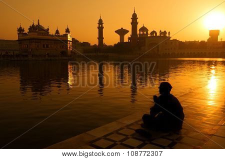 Sikh pilgrims sitting beside the holy pool,Golden Temple,Amritsar,Punjab state,India,Asia