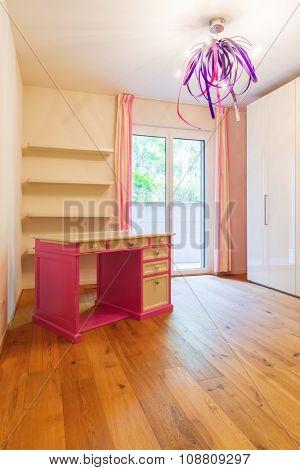 Bedroom unfurnished, just a desk