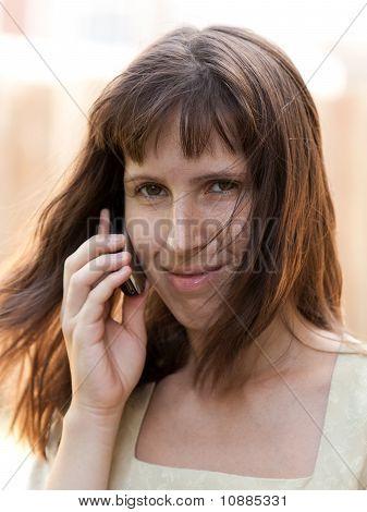 Frauen reden Handy