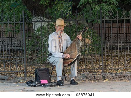 Kiev, Ukraine - September 25, 2015: Elderly Man With A National Flavor Plays The Bandura