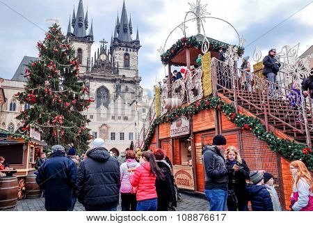 PRAGUE, CZECH REPUBLIC - DEC 23 : Christmas Events. Tourists on foot Street in Prague, Czech Republic. DEC 23, 2014 in PRAGUE