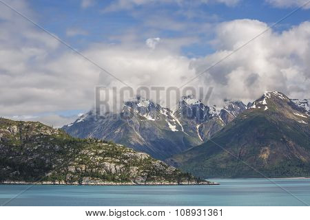 Snow capped mountains in the Glacier Bay National Park