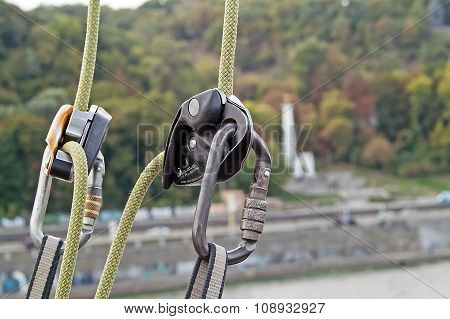 carabiner for mountaineering