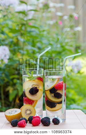 Infused Water With  Berries And Golden Kiwi.