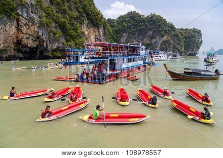 Phang Nga Bay, Thailand - Circa September 2015: Tourist Kayaking Tours In Phang Nga Bay Of Andaman S