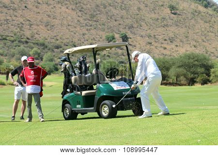 Tournament Presenter And Grand Master Gary Player Playing The Perfect Drop Shop At The 18Th On Novem