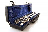 image of etui  - Black case with silver flute in blue velvet - JPG