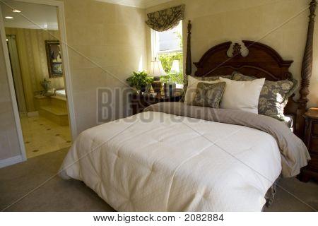 Bedroom 1317