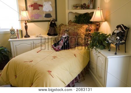 Bedroom With Dolls 1350