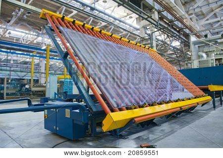Conveyor belt for a window pane