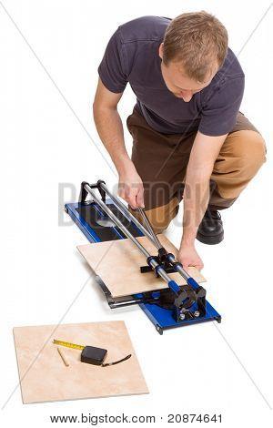 Foto Shot of Mann schneiden Fliesen