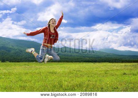 Menina de riso de salto