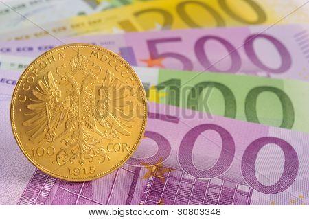 moeda de ouro sobre o euro