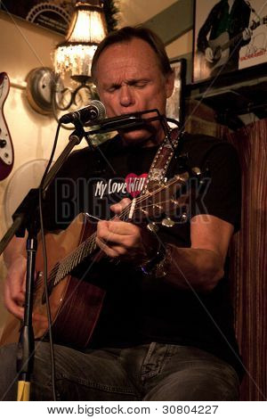 Byram, Nj - 9 de Feb: Cantante / compositor Jonathan Edwards realiza en sal Gastropub en Feb