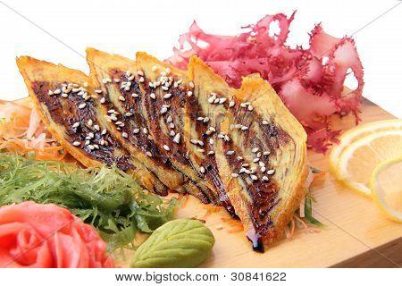 Sashimi Tamago op een bord