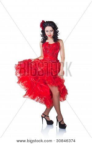 Hermosa mujer española en un vestido rojo