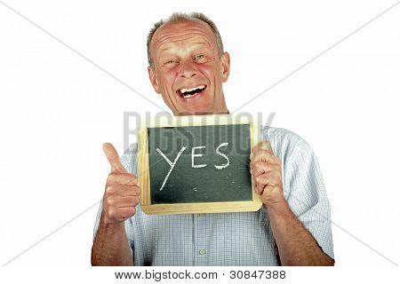 Homem positivo mostrando polegares para cima com sinal ' Sim '