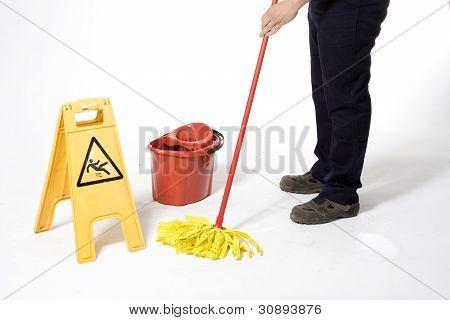 limpiar el piso con máquina