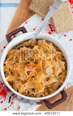 Spicy Stewed Cabbage With Mushrooms