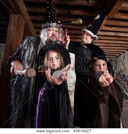 Família de Assistente de Halloween