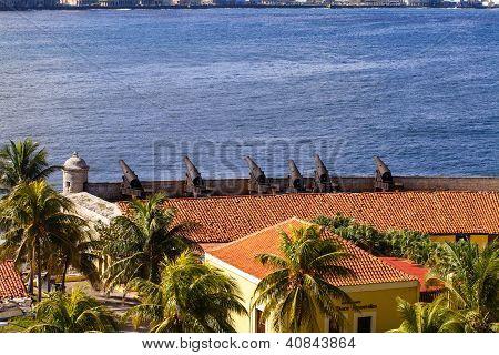 Kuba Havanna Ansicht Festung mit Kanonen