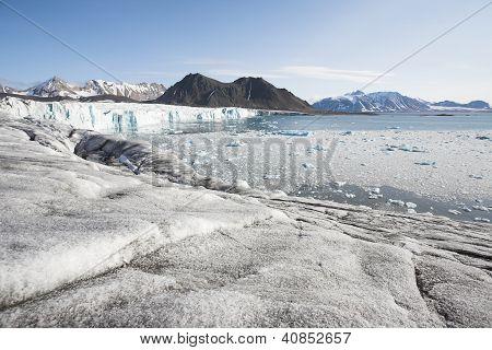 arktischen Gletschern, Bergen und fjord