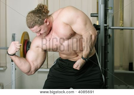 Demonstraiting Biceps
