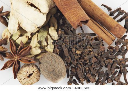 Set Of Spices: Cinnamon, Ginger, Anisetree, Nutmeg, Cardamom, Carnation.