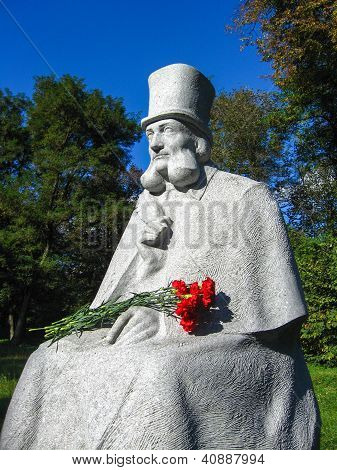 Monument to known Ukranian fabulist Glibov