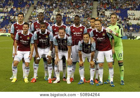 BARCELONA - SEPT, 5: West Ham United team before a friendly match against RCD Espanyol at the Estadi Cornella on September 5, 2013 in Barcelona, Spain