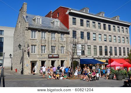 Tourists on Jacques Cartier place