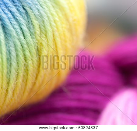 Colored wool knitting yarns