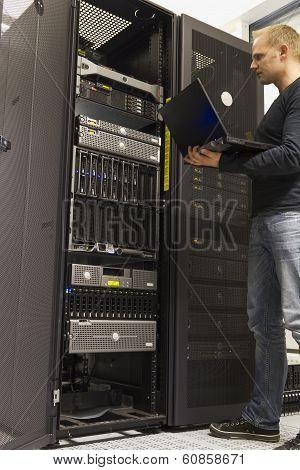 IT Engineer Monitoring Servers