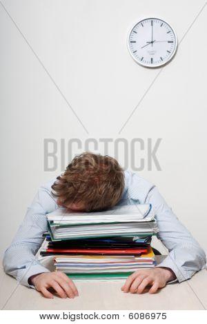 Hombre de negocios para dormir