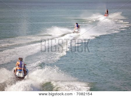 Follow the Leader Jetskiers
