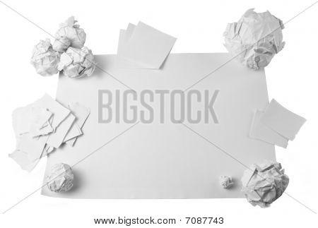 Arbeitsbereich mit crushed Papier