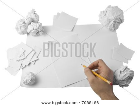Arbeitsbereich mit crushed Papier und hand