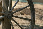 picture of wagon wheel  - old west wagon wheel - JPG