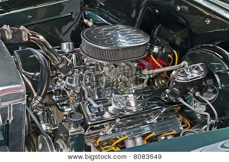 Customized V8 Engine Compartment