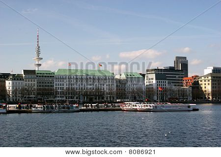 Lake Binnenalster in Hamburg, Germany