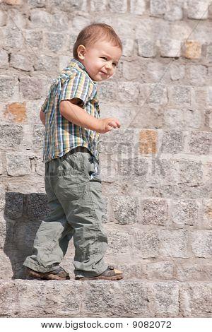 Retrato de un niño astuto