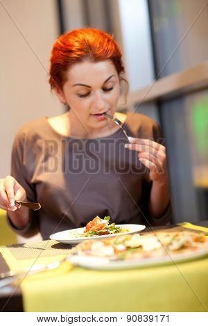woman sitting at table in cafe
