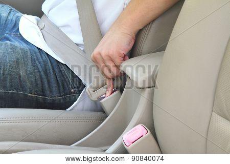 unlock seat belt