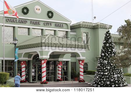 Oakland Park City Hall Christmas