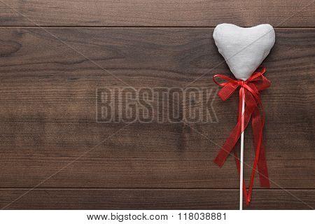 white plush heart shape on sticks