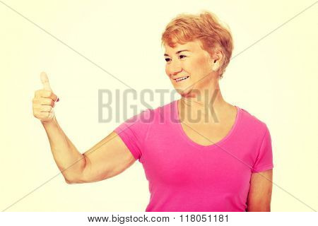 An old smilig woman with thumb up
